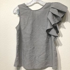 Who What Wear XS ONE SKEEVE BLOUSE